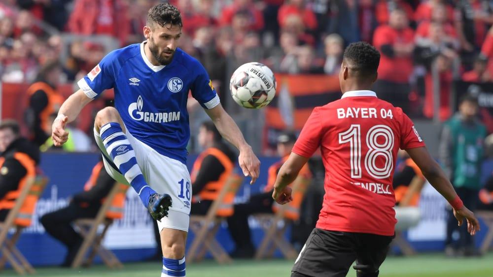 Duell auf dem Flügel: Schalkes Daniel Caligiuri gegen Leverkusens Wendell.