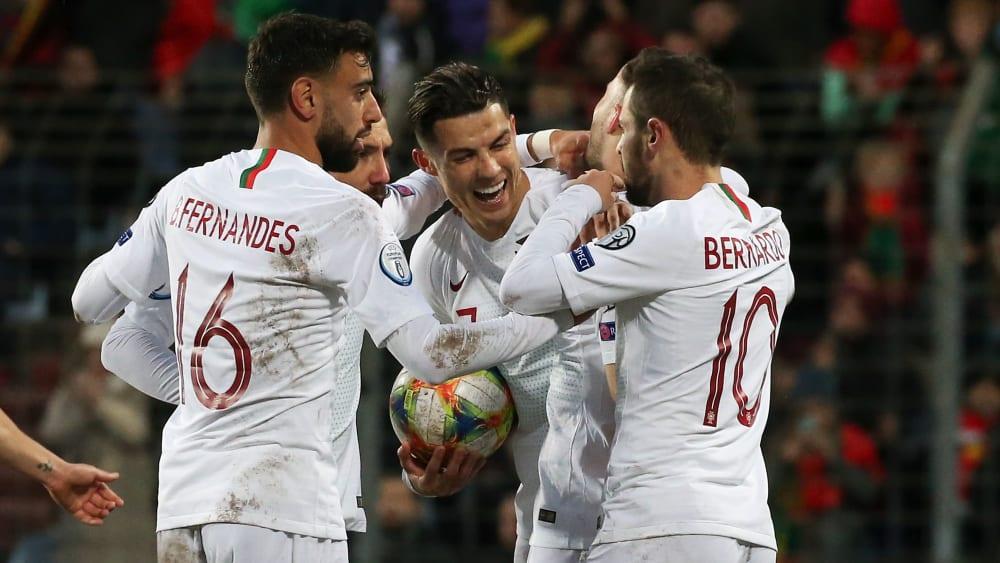 Cristiano Ronaldo freut sich diebisch