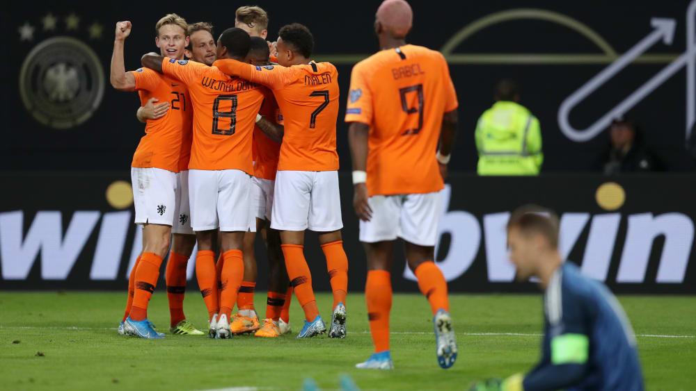 Jubel in Orange und Weiß: Die Niederlande feiern das zwischenzeitliche 1:1 von Frenkie de Jong.