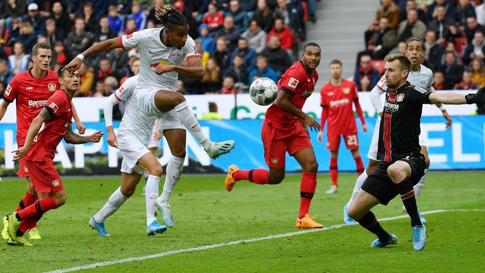 Technisch hochwertig: Leipzigs Christopher Nkunku trifft im Hinspiel gegen Leverkusens Keeper Lukas Hradecky