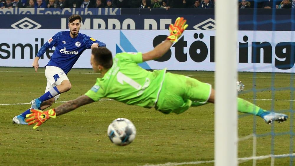 Sein fünfter Streich: Suat Serdar lässt Union Berlins Keeper Rafal Gikiewicz keine Chance.