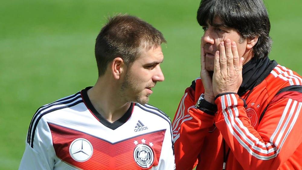 Philipp Lahm (links) und Bundestrainer Joachim Löw