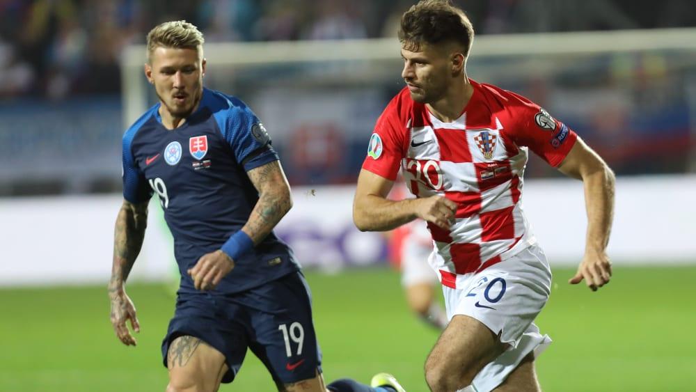 Im Laufduell: Slowakeis Bruno Petkovic (li.) und Kroatiens Juraj Kucka.