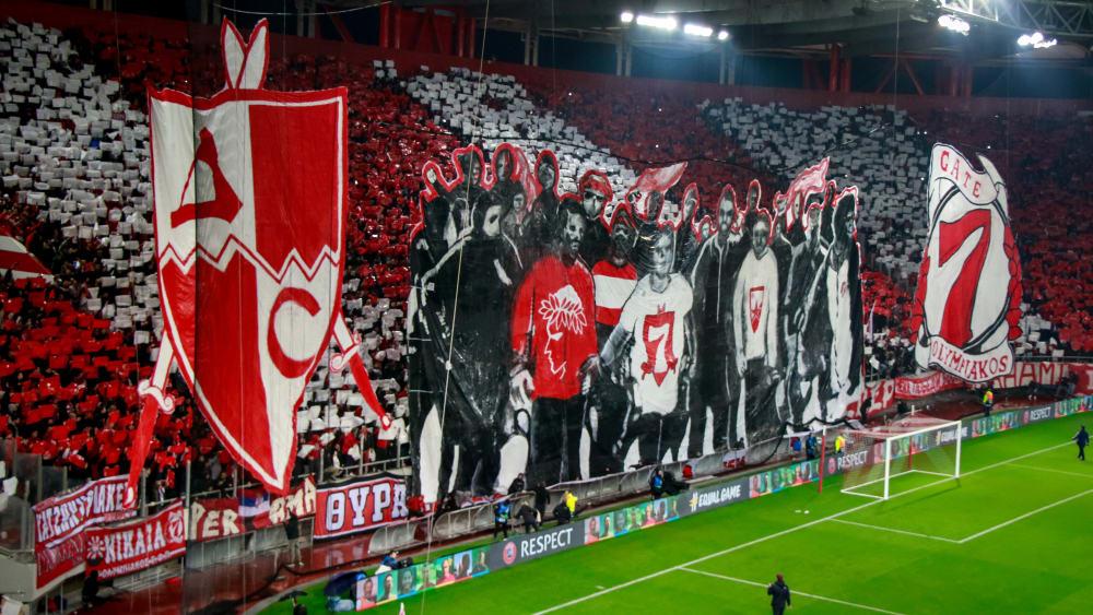 Sehenswert: Die Olympiakos-Fans feierten ihre seit Jahrzehnten mit RSB-Fans gepflegte Fan-Freundschaft.