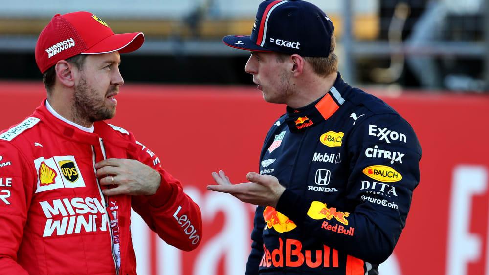 Max Verstappen greift Ferrari mit Sebastian Vettel an.