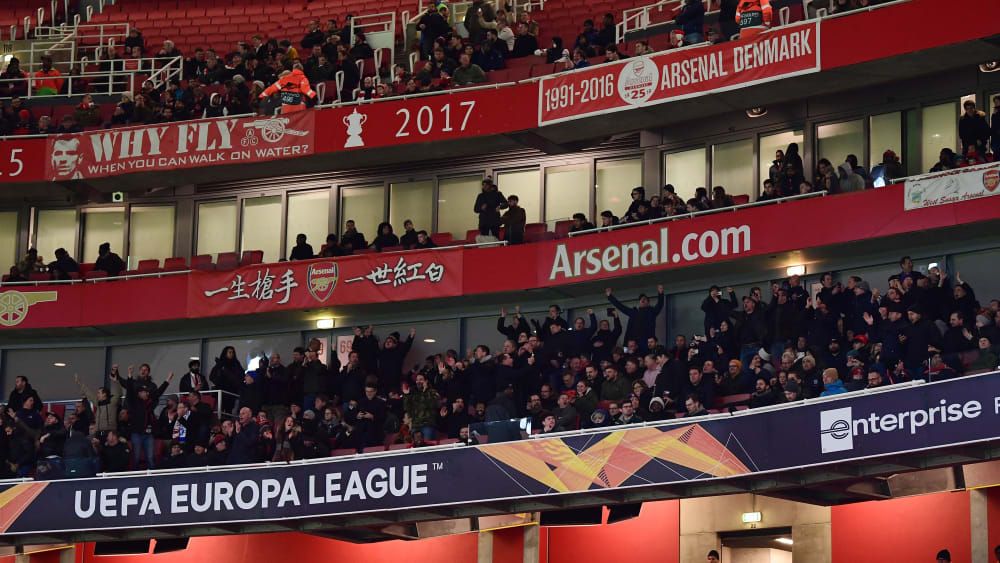 Eintracht-Fans feiern im Emirates Stadium