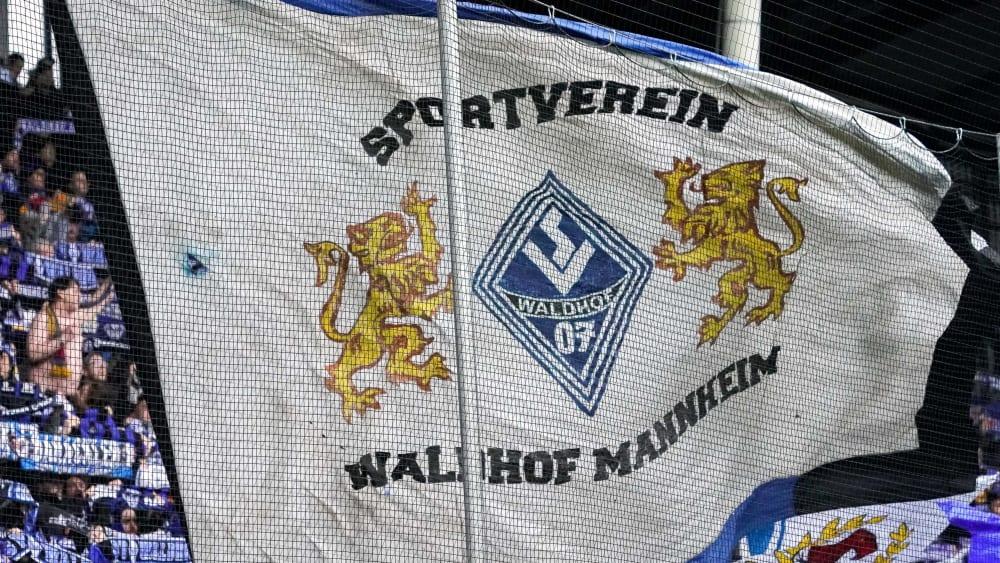 Kamen im März 2019 um einen Punktabzug herum: Fans von Waldhof Mannheim.
