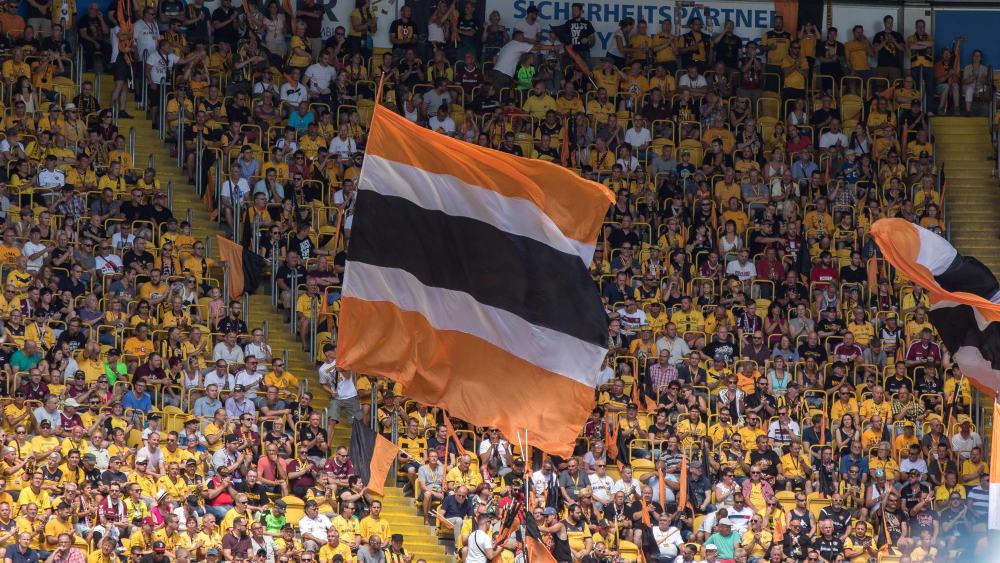 Dynamo-Fans beim Heimspiel gegen Nürnberg