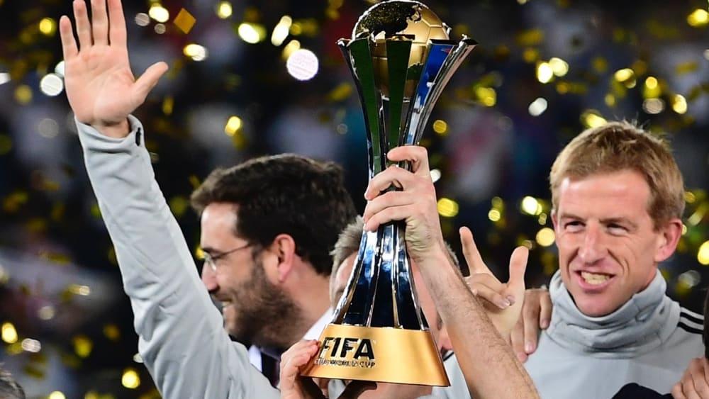 2018 stemmt realMadrid den pokal der Klub-WM in die Höhe.