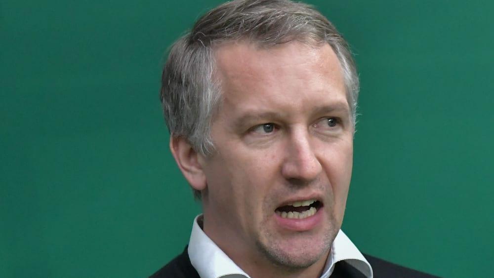Bremens Geschäftsführer Frank Baumann kritisiert sachlich und scharf.