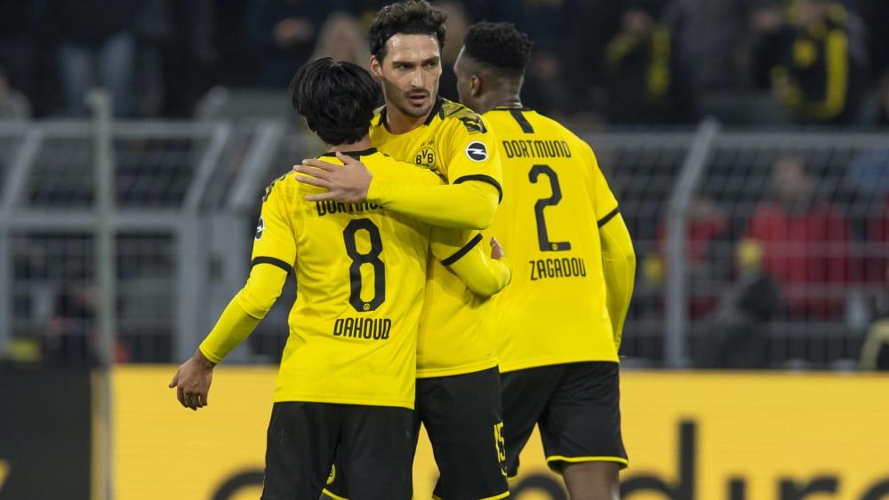 Mats Hummels (Mitte) ist Spieler von Borussia Dortmund.