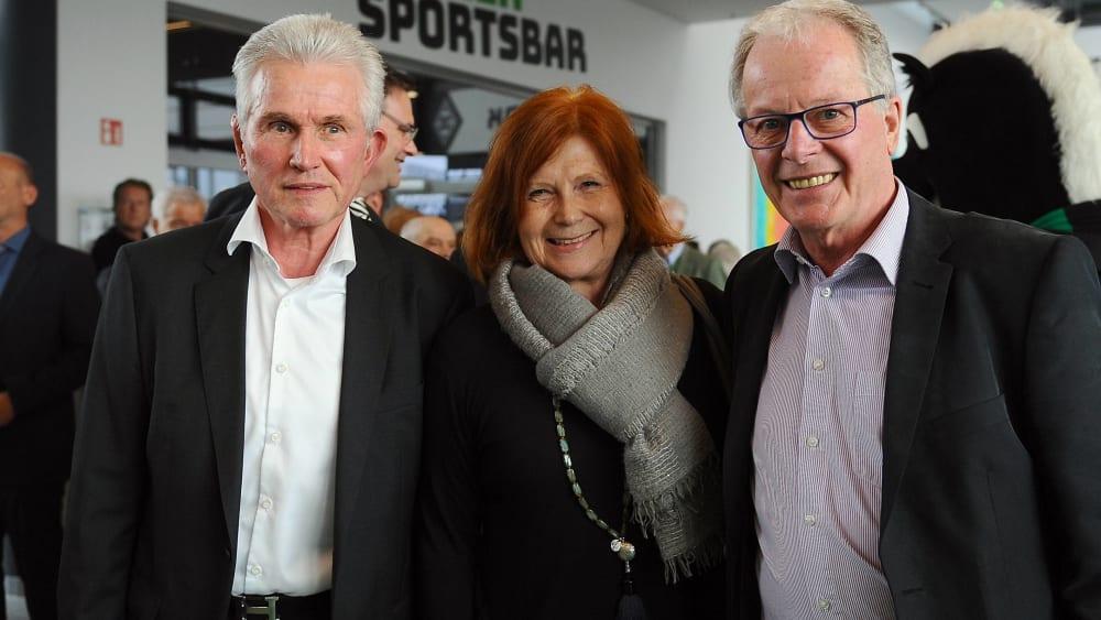 Jupp Heynckes (l.) und Herbert Wimmer gemeinsam mit Sabine Grashoff-Reiter, der Tochter des ehemaligen Borussia-Präsidenten Helmut Grashoff.