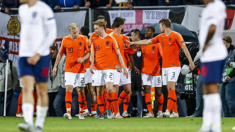 Oranje jubelt über das 3:1 nach Verlängerung gegen England.