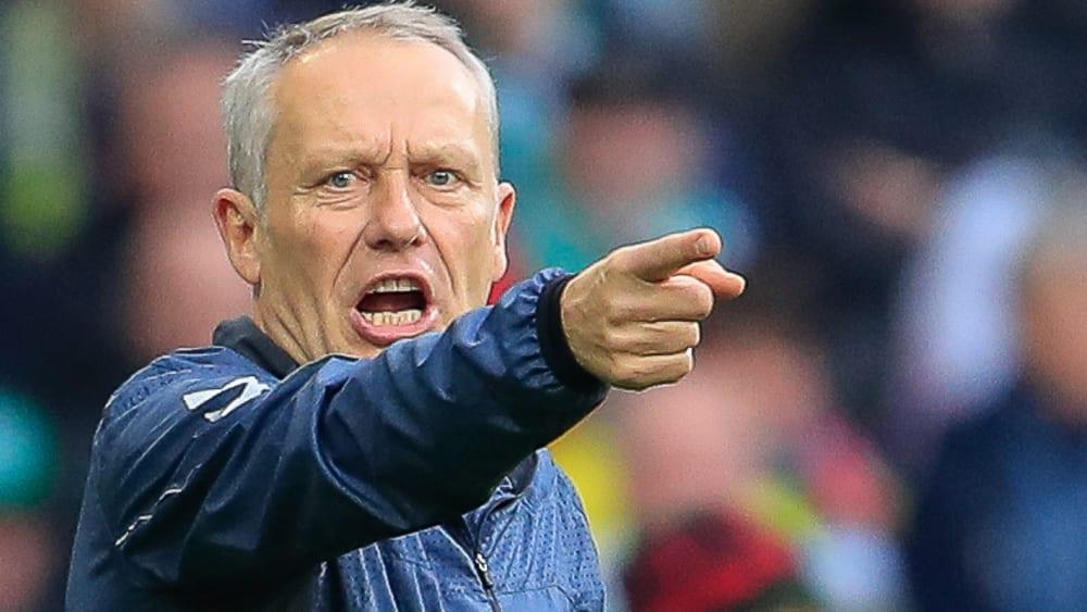 Hat ein Puzzle vor sich: Freiburgs Chefcoach Christian Streich.