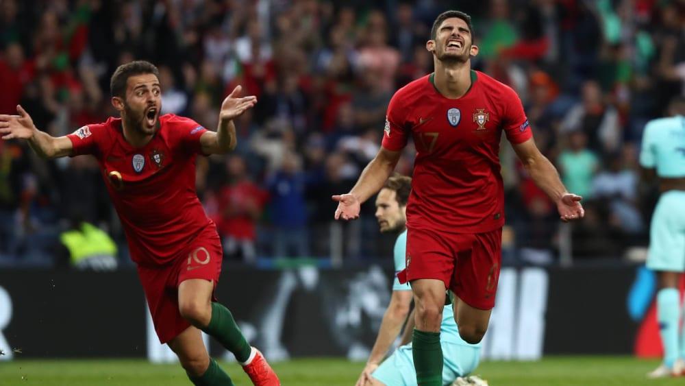 Portugals Goncalo Guedes (re.) macht das 1:0 gegen die Niederlande.