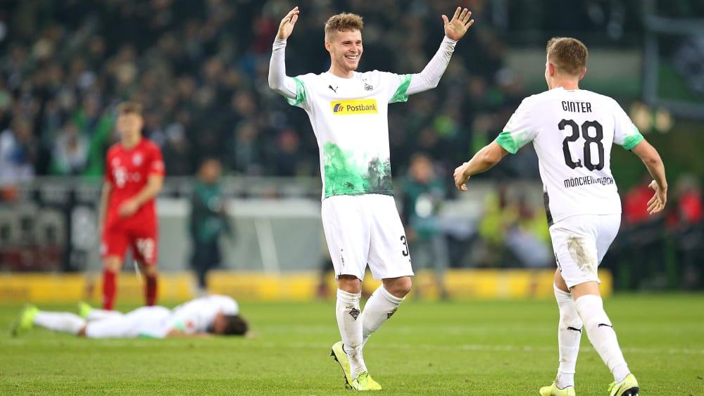 Nico Elvedi (l.) und Matthias Ginter fühlen sich bei der Borussia wohl