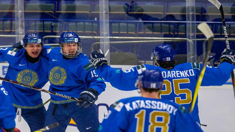 Die Kasachen bejubeln einen klaren Sieg gegen Deutschland