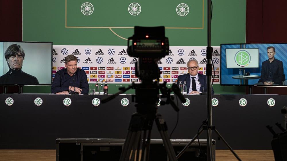 Einzigartige Szenerie: Joachim Löw, Jens Grittner, Fritz Keller und Oliver Bierhoff (v.l.) bei der DFB-Pressekonferenz am Mittwoch.