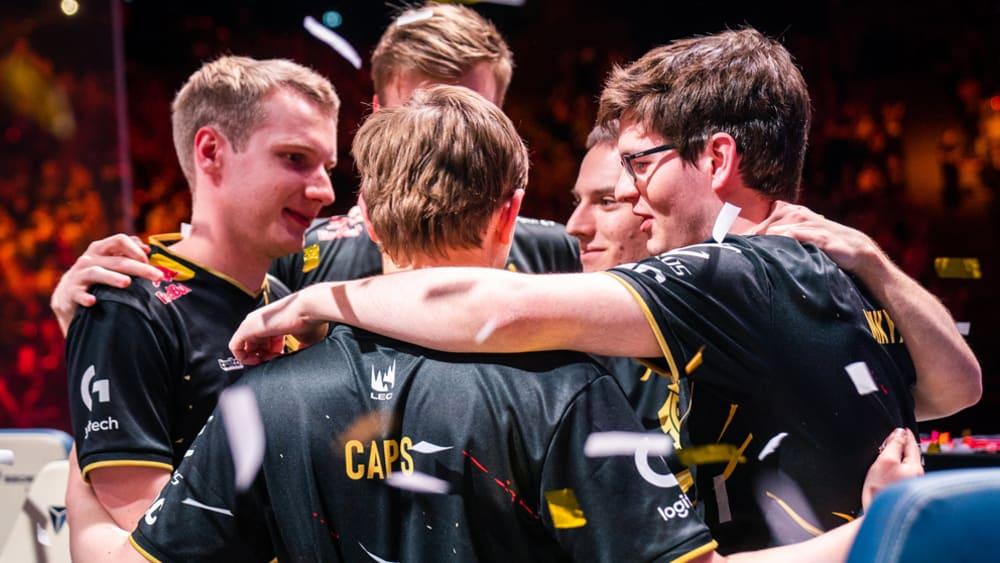Symbolisch für den Zusammenhalt des Teams: G2 Esports steht vereint im Konfettiregen der Konkurrenz.