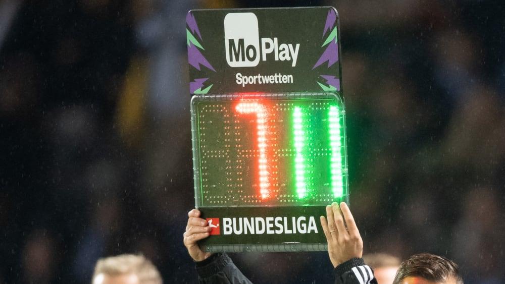 Patrick Herrmann absolvierte sein 250. Bundesligaspiel. Kurios dabei: Nur 30 dieser Spiele bestritt Herrmann über 90 Minuten, 220-mal wurde er ein- oder ausgewechselt. Auf mehr Teilzeiteinsätze kommen in der Bundesligageschichte nur drei andere Spieler. Das sind die Top 8 der Teilzeitjobber...