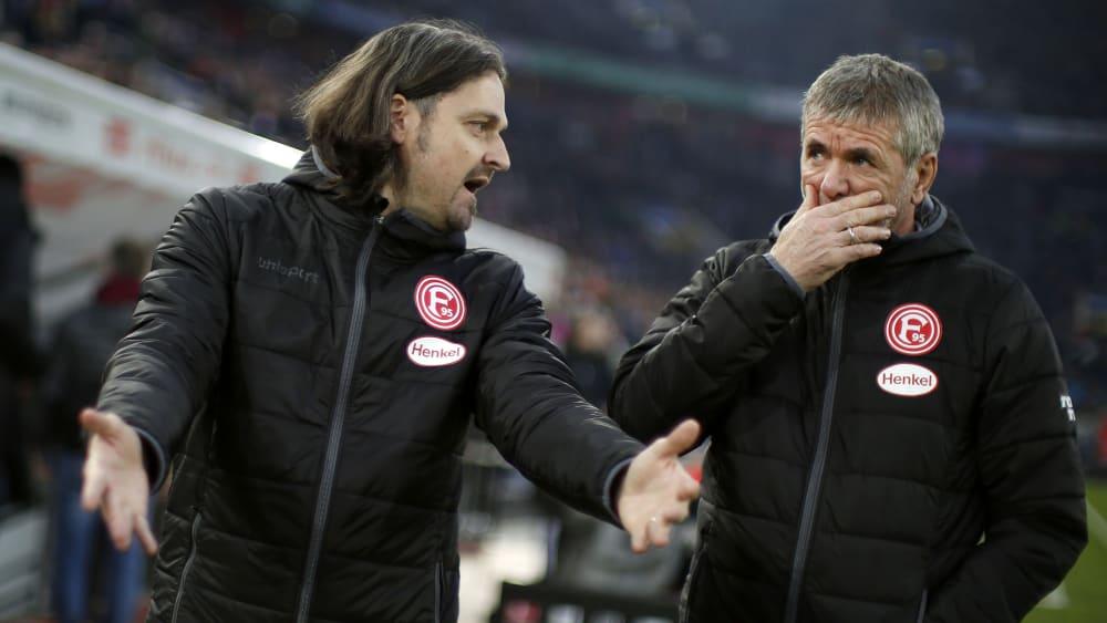 Düsseldorfs Sportvorstand Lutz Pfannenstiel (li.) führt gute Gespräche mit Trainer Friedhelm Funkel.