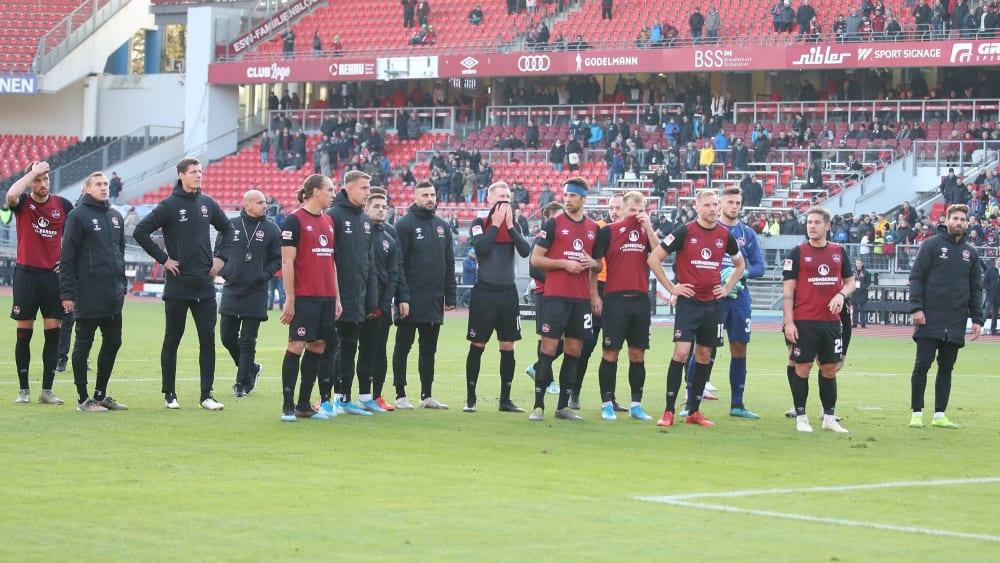 Die Nürnberger Mannschaft stellt sich den Fans
