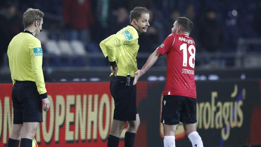 Martin Thomsen und Marc Stendera disktuieren
