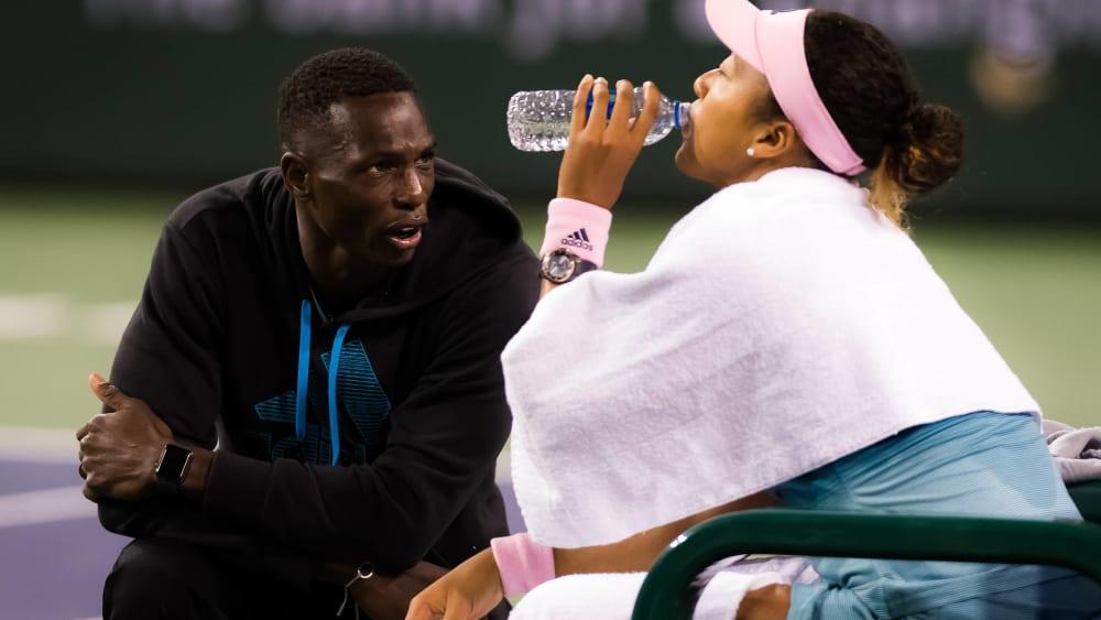 Naomi Osaka trennt sich von Trainer Jermaine Jenkins.